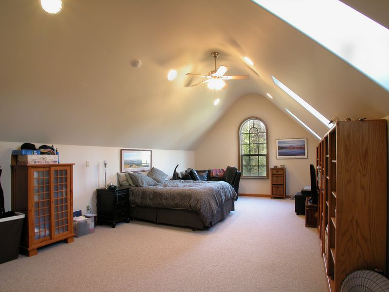 28 bedroom above garage bedroom space above garage for Garage bedroom designs